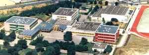 Dieses Bild zeigt eine Luftaufnahme der Gebäude der Gustav Heinemann Gesamtschule.